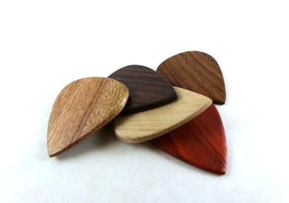 拨片网_手工_吉他拨片_Wood_Guitar_Picks,_Exotic_Wood_Picks,_Wooden_Guitar_Picks,_Handmade_Wood_Guitar_Picks,_Gifts_for_Musicians,_Guitar_Player_Gifts,_Wood_Picks_(2).jpg