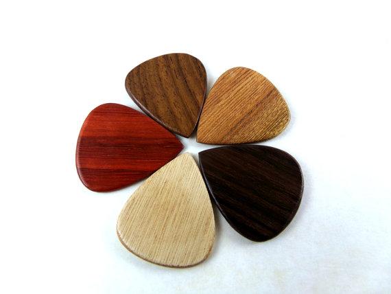 拨片网_手工_吉他拨片_Wood_Guitar_Picks,_Exotic_Wood_Picks,_Wooden_Guitar_Picks,_Handmade_Wood_Guitar_Picks,_Gifts_for_Musicians,_Guitar_Player_Gifts,_Wood_Picks_(3).jpg