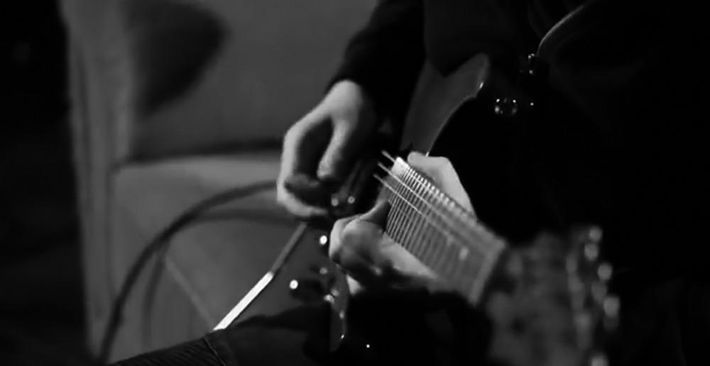 电吉他视频_@_拨片网_Martin_Miller_-_Nervous_Opus.jpg