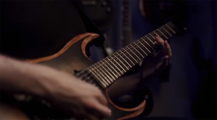 电吉他视频@拨片网Currents_-_Monsters.jpg